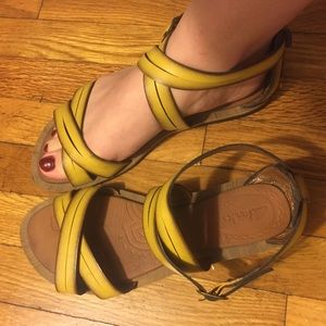 Clark sandals. 😍